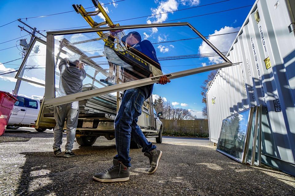Sostituire vetro finestra, 5 protezioni dai danni operai